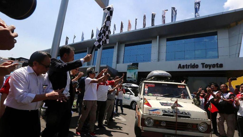 Kijang Doyok dan Mobil Baru Toyota Touring ke Timor Leste