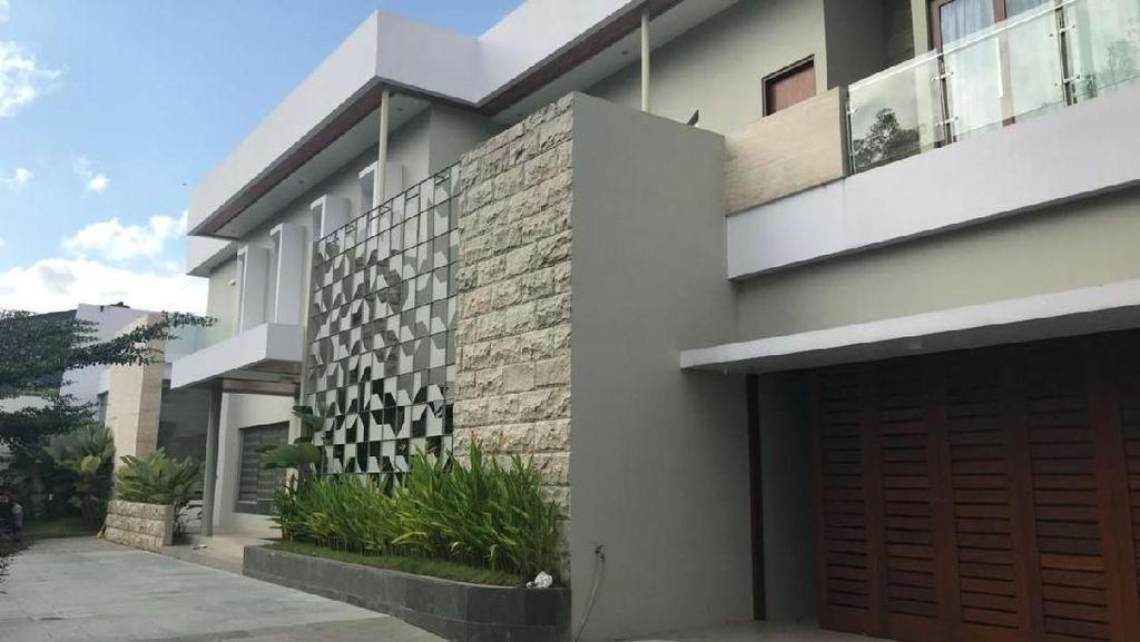 Foto: Ini Rumah Megah Tersangka Rp 1,8 Triliun CEO Abu Tours