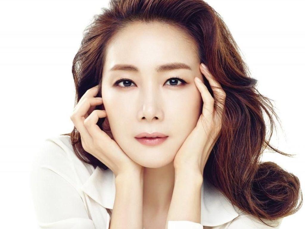 Choi Ji Woo Tak Terima Sumbangan Uang dan Sponsor di Pernikahannya