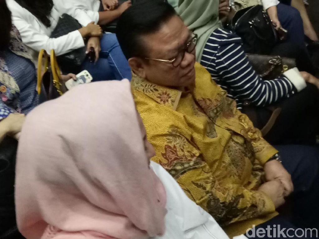 Agung Laksono dan Yahya Zaini Hadiri Sidang Tuntutan Novanto