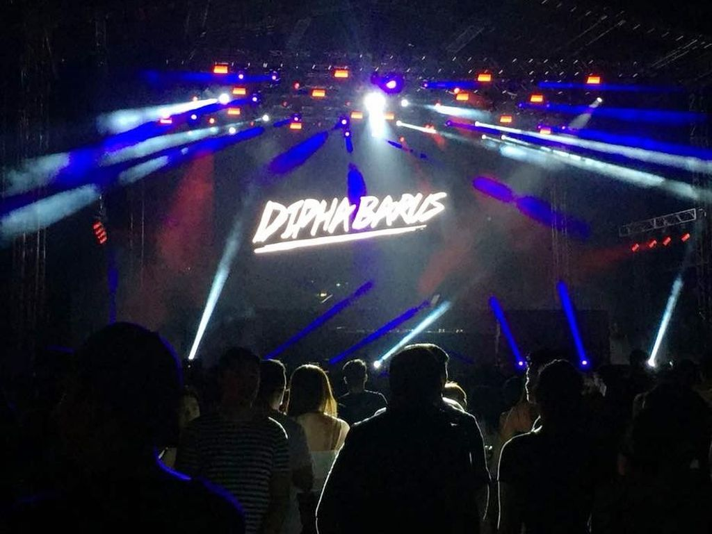 Money Honey, Lagu Baru Dipha Barus di Konser The Chainsmokers