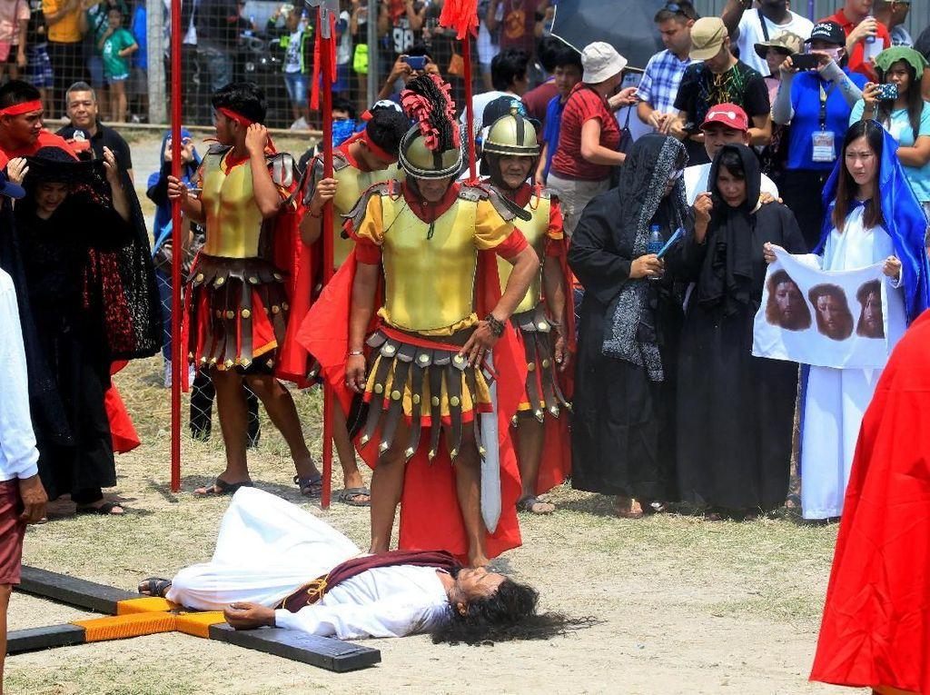 Foto: Prosesi Jalan Salib di Filipina