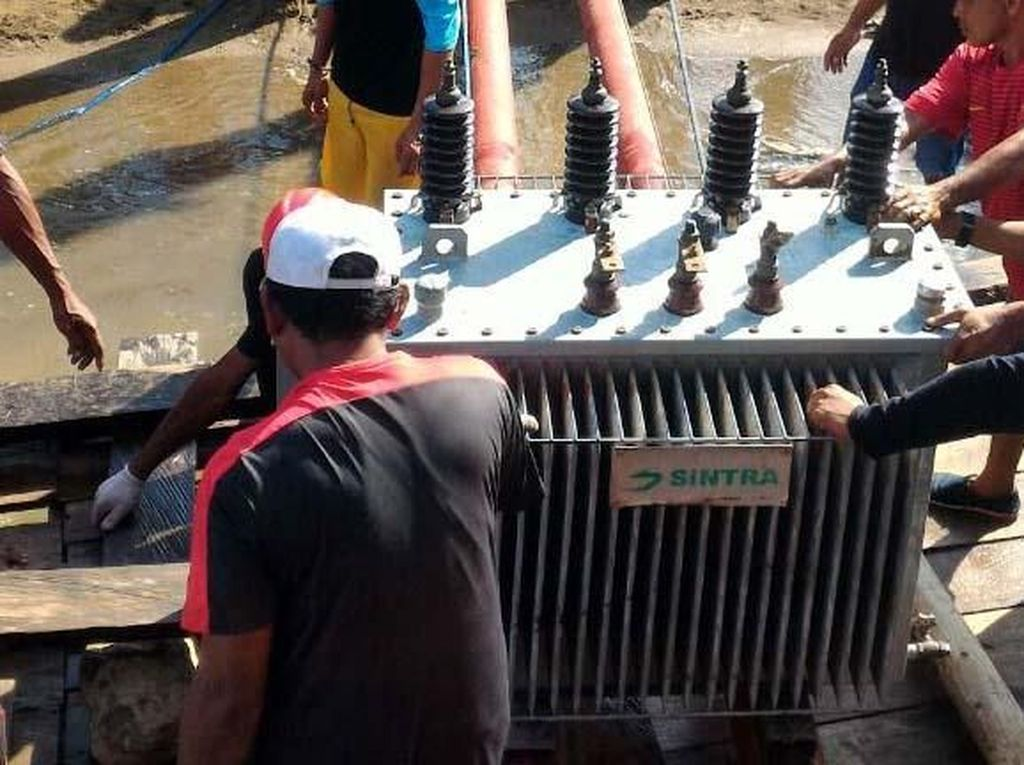 Perjuangan Menerangi Pulau Komodo
