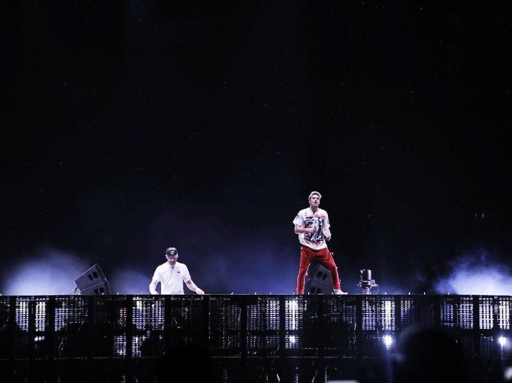 Panas dan Meriahnya Konser The Chainsmokers di Jakarta