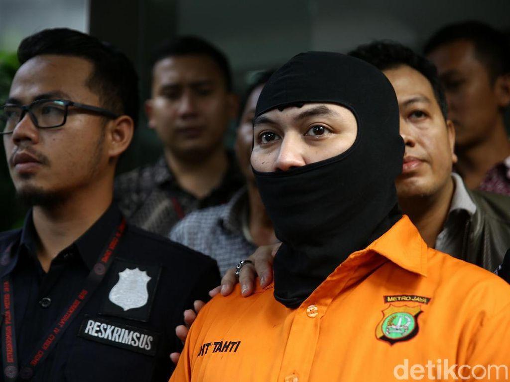 Polisi Pamerkan Arseto Pariadji Bertopeng dan Mercy Putih