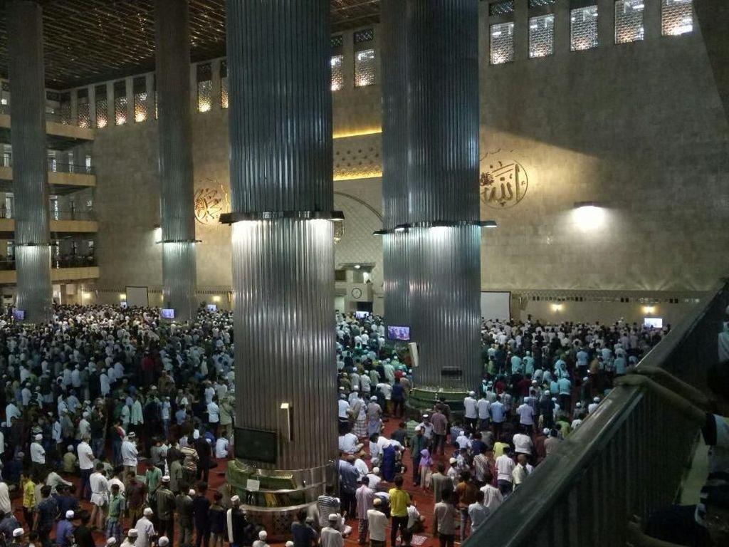 Saat Sabda Tuhan di Katedral dan Azan di Istiqlal Saling Bersahutan