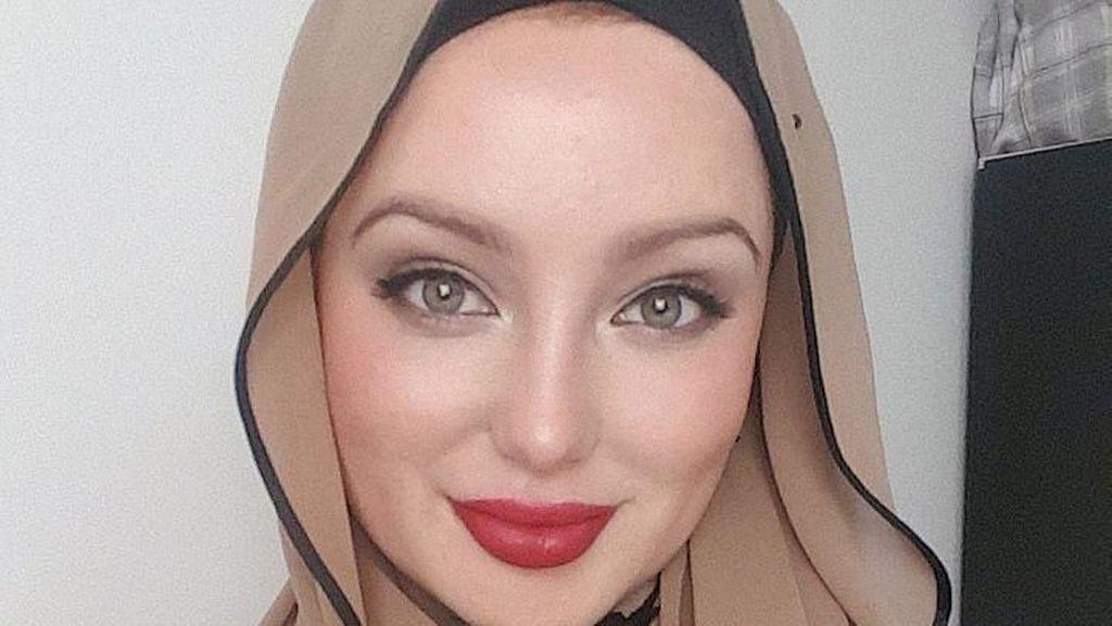Masya Allah Cantiknya Angelina Jolie Berhijab dari London Ini