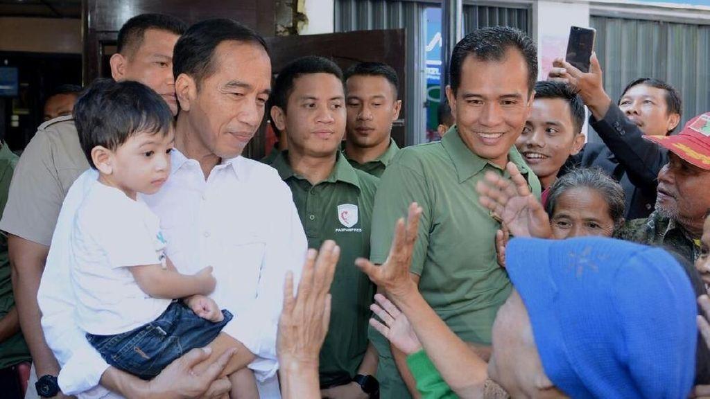 Foto: Lucunya Jan Ethes di Gendongan Jokowi