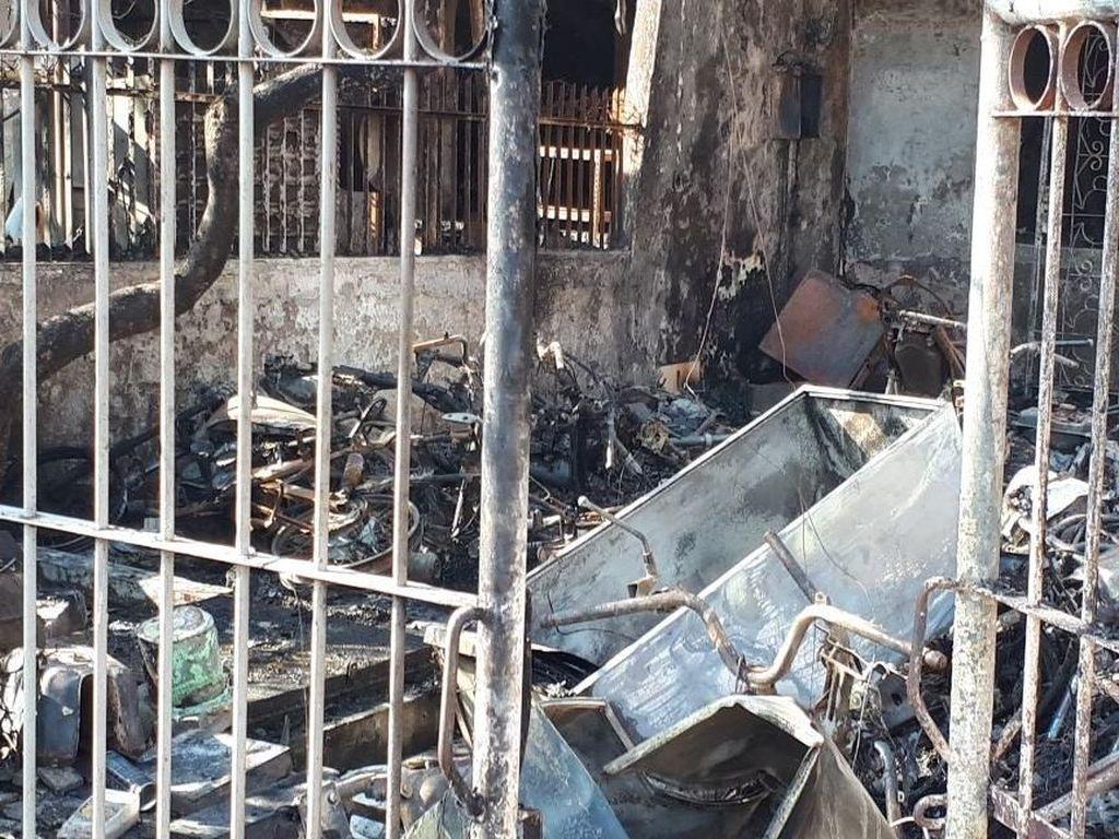 Cerita Warga: Kebakaran di Taman Kota Diawali Sambaran Petir
