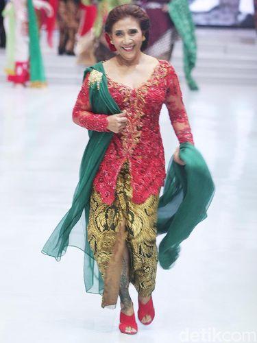 Menteri Susi Pudjiastuti di fashion show Anne Avantie Maret lalu.