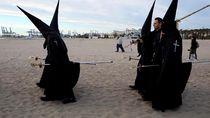 Jumat Agung, Warga Valencia Doakan Mereka yang Meninggal di Laut
