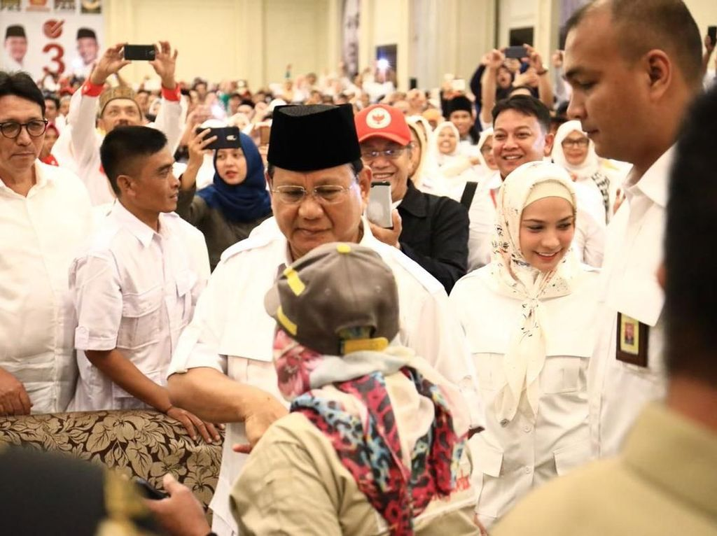 Foto: Prabowo Turun Gunung ke Jabar, Jokowi Mudik ke Solo