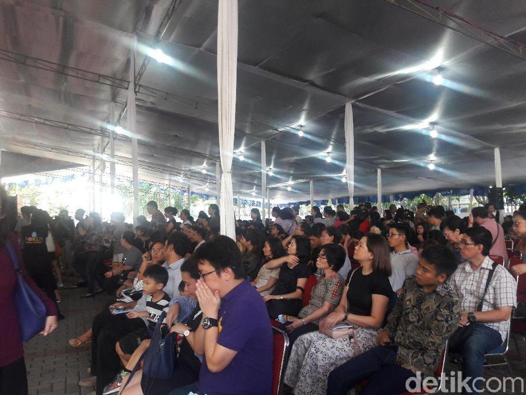 Ibadat Jumat Agung, Umat Katolik Doakan Pemimpin Negara