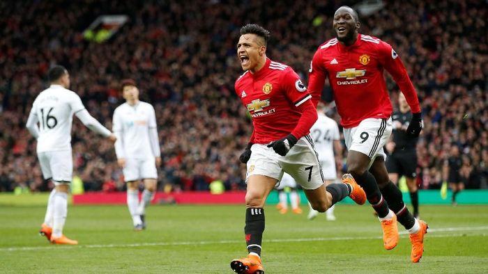 Manchester United unggul 2-0 atas Swansea City berkat gol Romelu Lukaku dan Alexis Sanchez (Foto: Andrew Yates/Reuters)