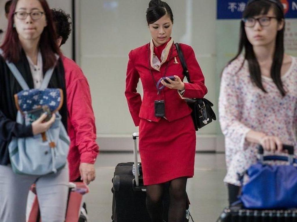 Cathay Pacific Cabut Aturan Pramugari Harus Pakai Rok Pendek