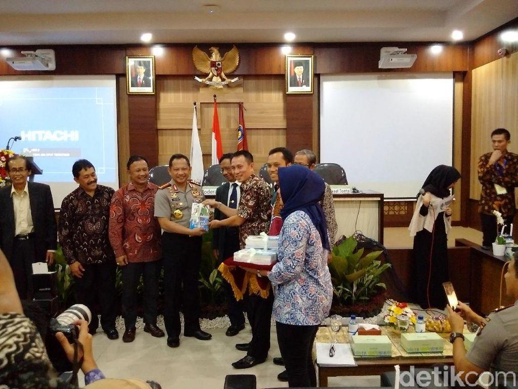 Kapolri Hadiri Peluncuran Buku Karya Eks Ketua KY di Yogya