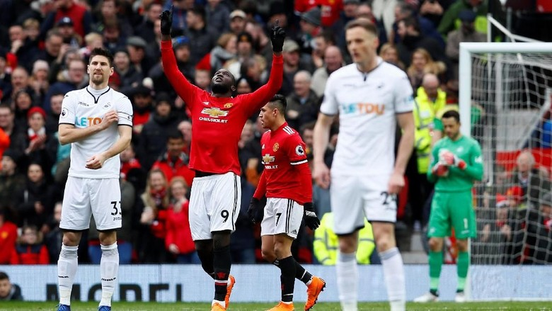 Gol Lukaku & Sanchez Menangkan MU atas Swansea