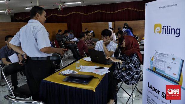 Suasana KPP Pratama Menteng Satu di hari terakhir pelaporan SPT Tahunan bagi wajib pajak orang pribadi, 31 Maret 2018.Bagi warga yang  tidak melaporkan maka akan terkena denda administrasi sebesar Rp 100.000.
