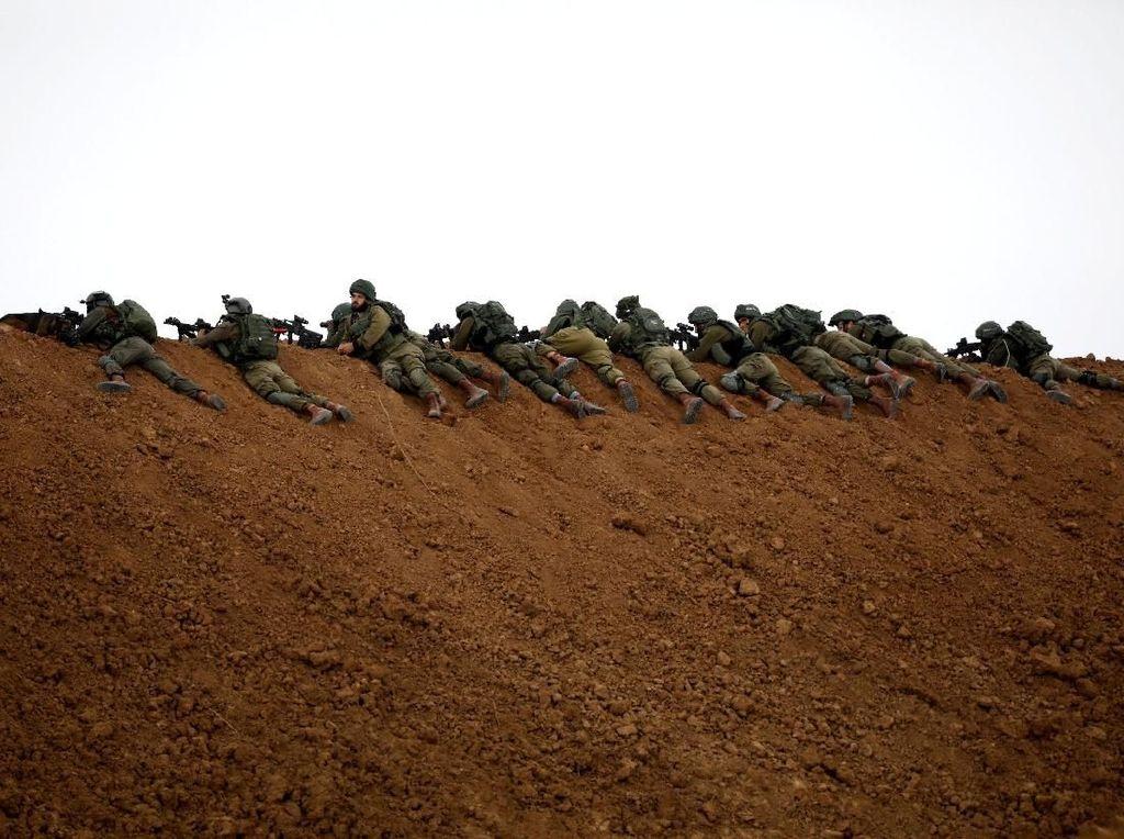Puluhan Roket Ditembakkan ke Israel dari Jalur Gaza