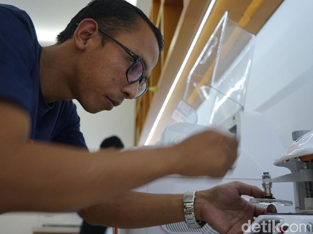 Mengintip Pembuatan Kacamata Zaman Now