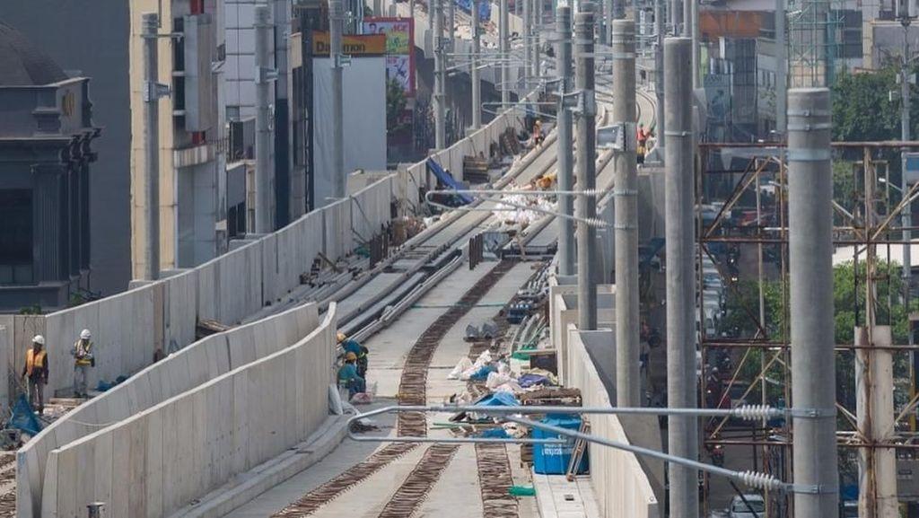 1.300 Pekerja MRT Kebut Pemasangan Rel dan Stasiun Siang Malam