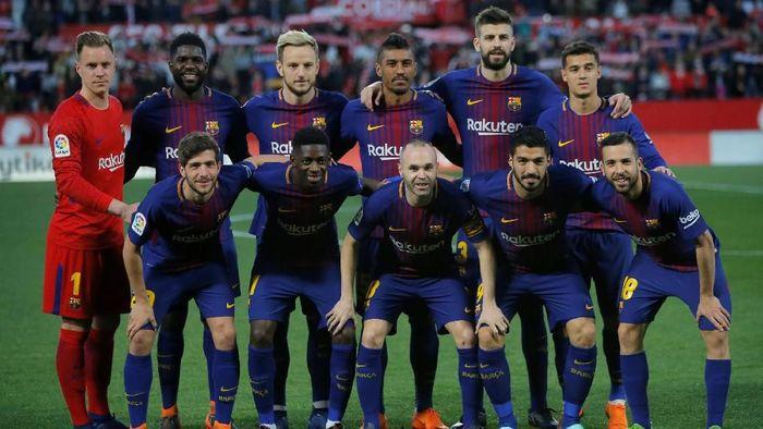 Seperti inilah starting XI Barcelona saat tandang ke Estadio Ramon Sanchez Pizjuan, Minggu (1/4/2018) dini hari WIB. Tak ada Lionel Messi di antara 11 pemain yang memulai laga melawan Sevilla. Foto: Jon Nazca/Reuters