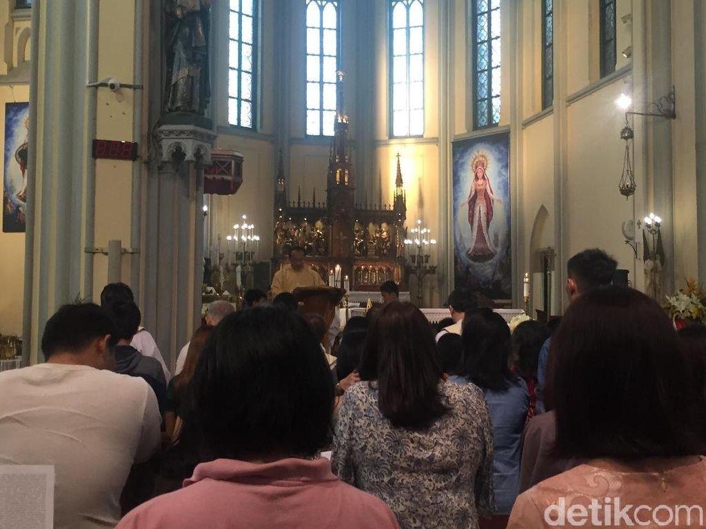 1.500 Umat Katolik Ikuti Misa Paskah Ketiga di Gereja Katedral