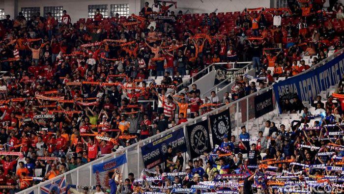 The Jakmania dan Aremania menyaksikan langsung Persija vs Arema FC di Stadion Utama Gelora Bung Karno (Foto: Rifkianto Nugroho/detikSport)