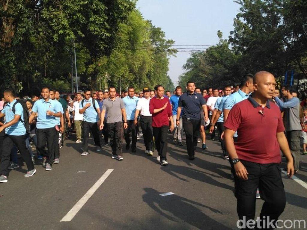 Liburan di Kampung Halaman, Jokowi Sapa Warga di CFD di Solo