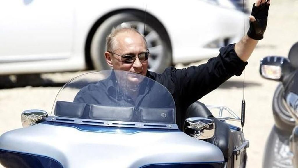 Foto: 15 Aksi Putin yang Laki Banget
