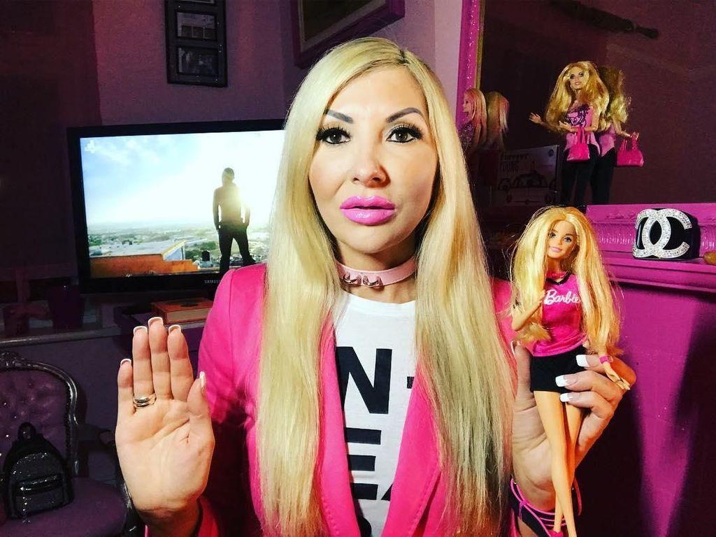 Foto: Ini Wanita Barbie Tertua yang Sedang Cari Sosok Ken