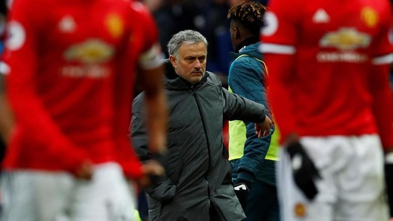 MU Tertinggal Jauh dari City, Mourinho Indikasikan Akan Rombak Skuat