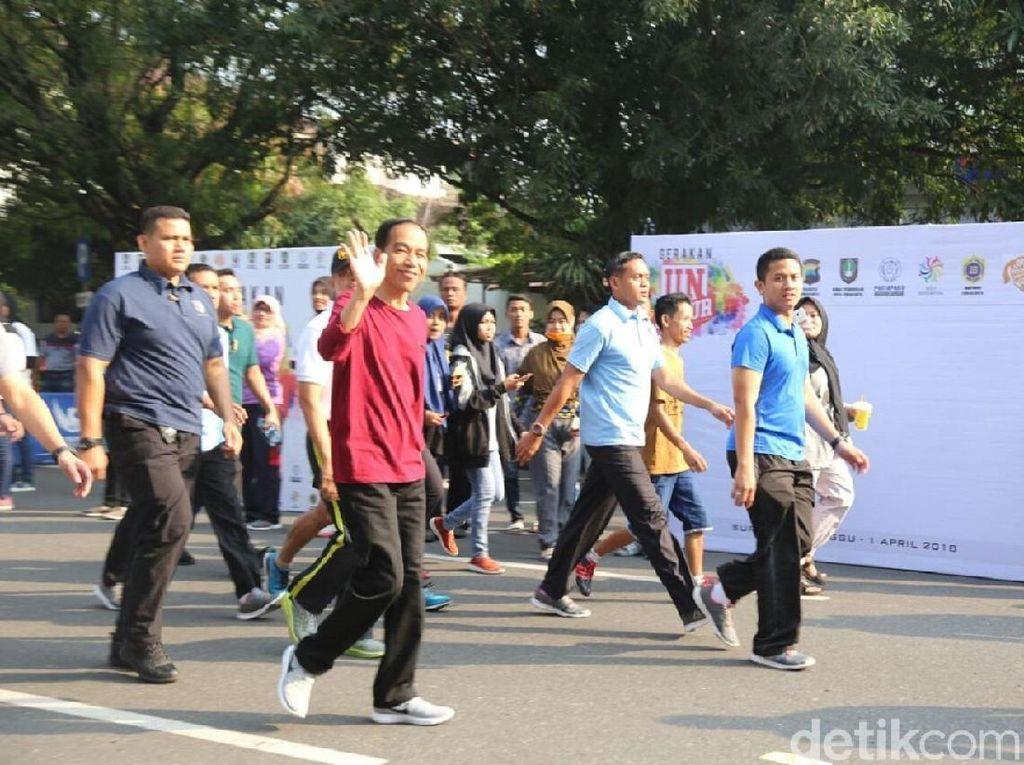 Jokowi dan Iriana Jokowi Jalan-jalan di CFD Solo
