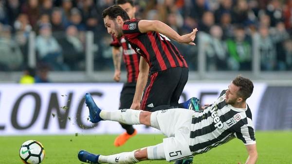 Gattuso Marah dengan Calhanoglu, Ini Alasannya