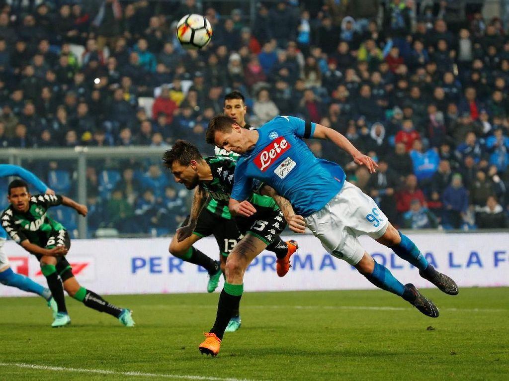 Gol Bunuh Diri Selamatkan Napoli dari Kekalahan