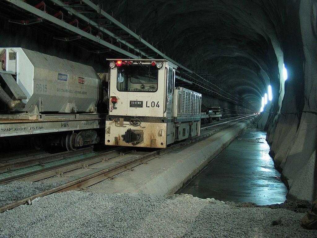 Terowongan-terowongan Super Panjang di Dunia