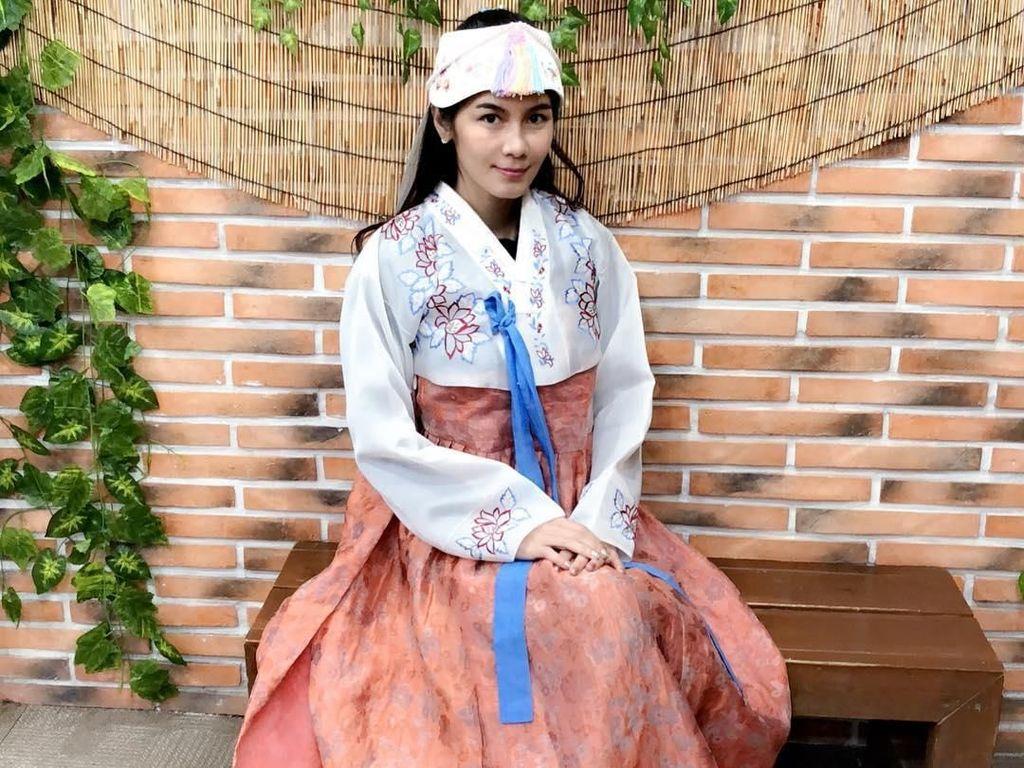 Foto: Gaya Mantan Bintang Porno Thailand Saat Liburan