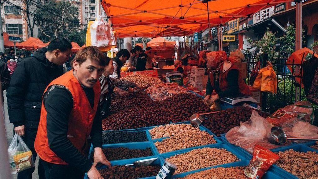 Yuk, Intip Keseruan Belanja dan Jajan Enak Pasar Muslim di Shanghai!