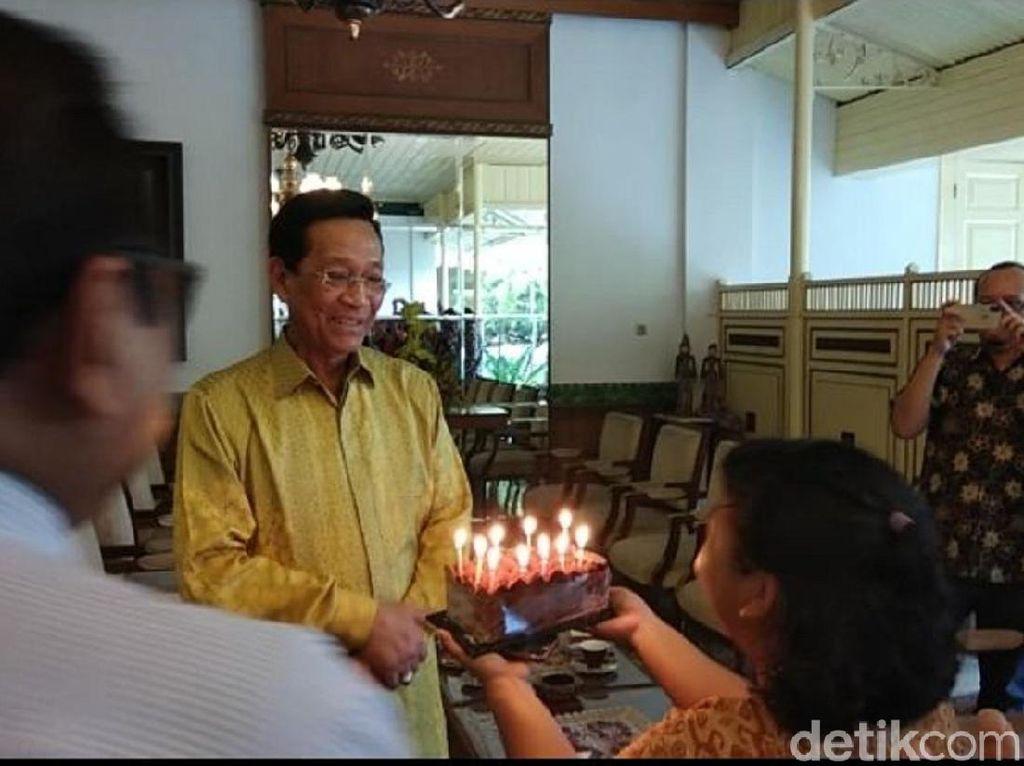 Ulang Tahun ke 72, Sultan HB X Tiup Lilin