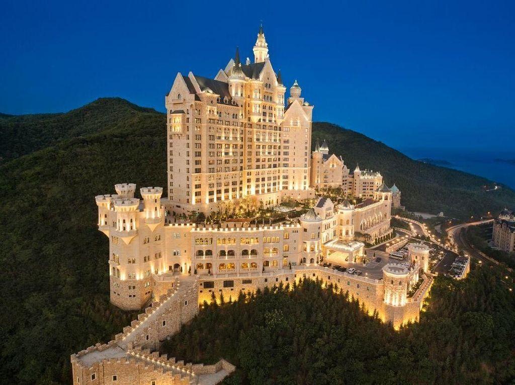 Ingin Menginap Ala Raja dan Ratu di Kastil Megah, Ini 7 Tempatnya