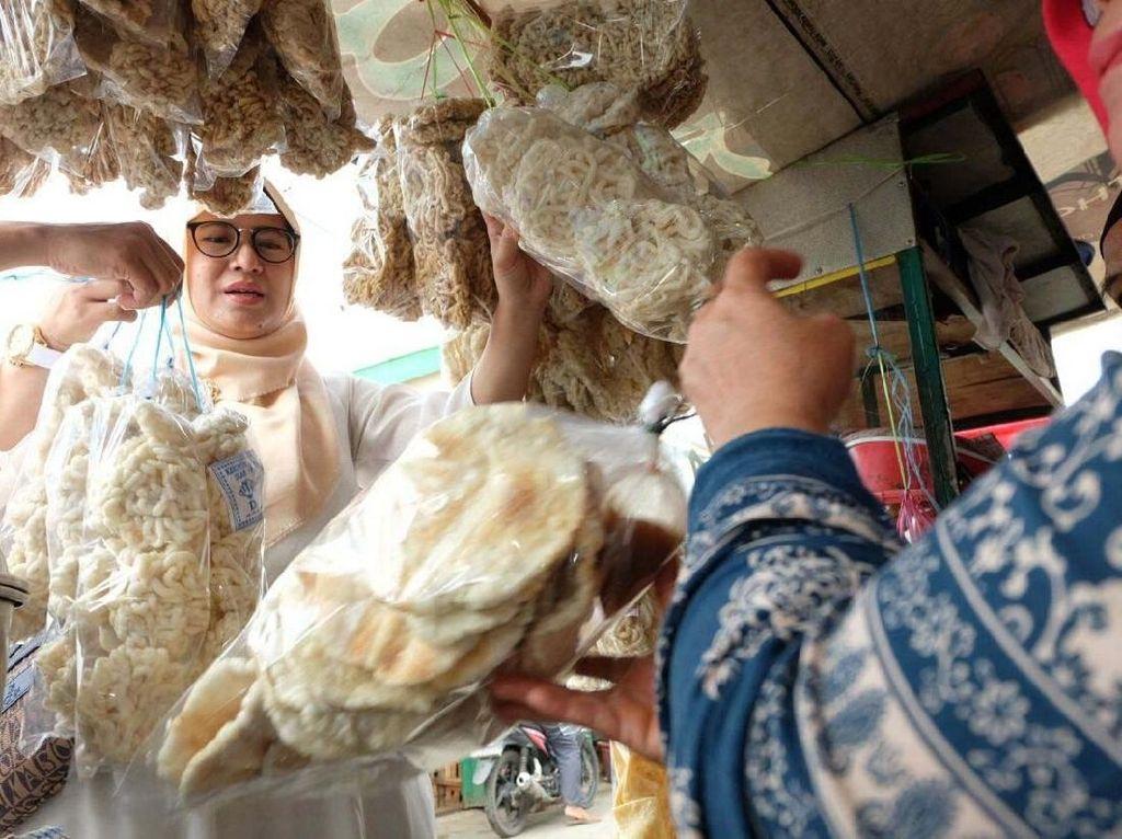 Istri Aswari-Irwansyah Kunjungi Pasar Sentosa