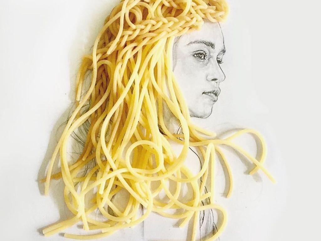 Keren! Seniman Ini Lukis Rambut Pakai Aneka Makanan
