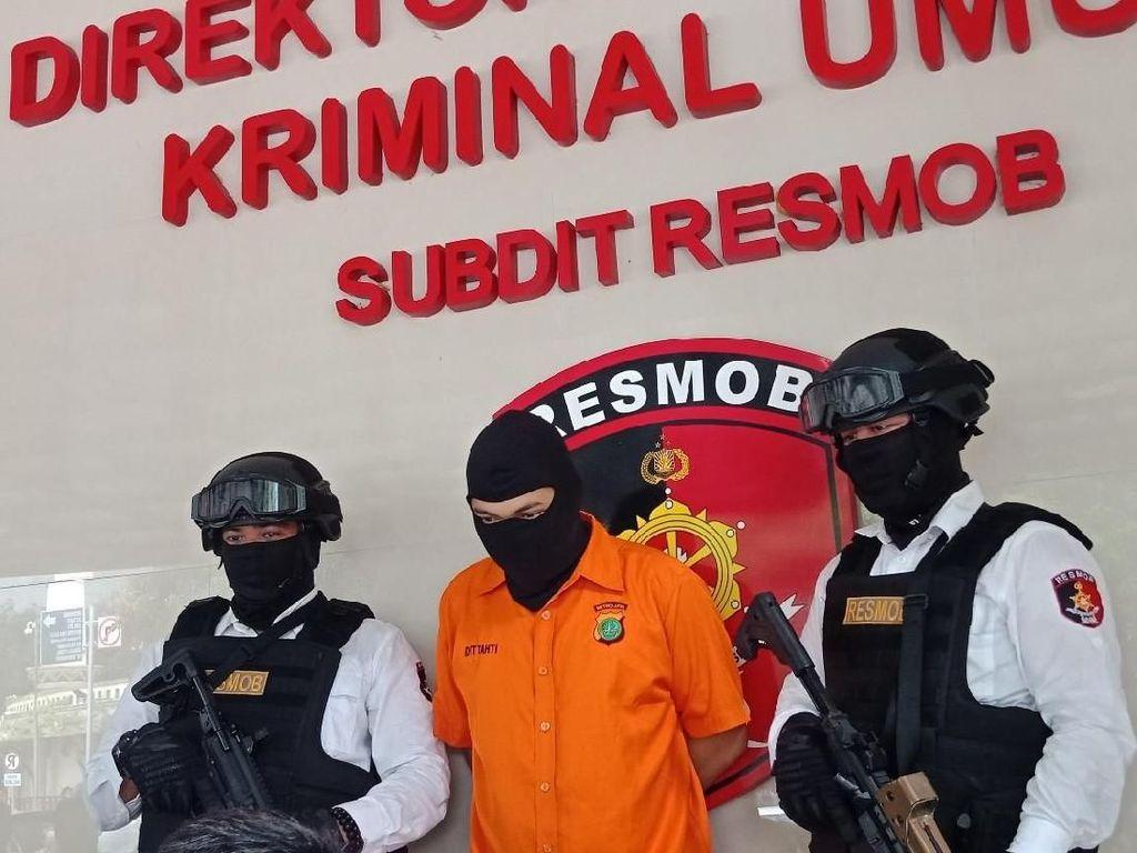 Dirilis Polisi, Eza Koboi Tol Berbaju Tahanan