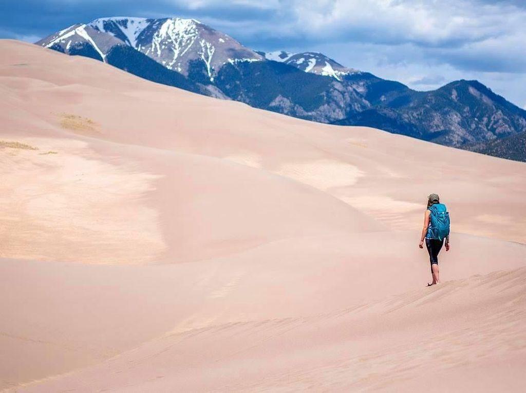 Foto: Gurun Pasir Belakangnya Pegunungan Es