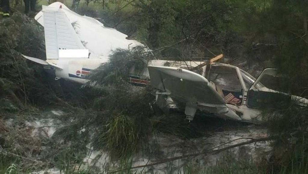 Foto: Pesawat Ini Jatuh dan Rusak Parah, Pilot Hanya Luka Ringan