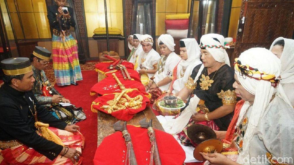 Foto: Ritual Cuci Benda Pusaka di Sulawesi Selatan