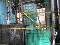 Rumah konveksi yang diduga awal sumber api kini dipasangi garis polisi