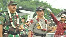 Saat Kapolri Beri Kejutan ke Panglima di HUT ke-74 TNI
