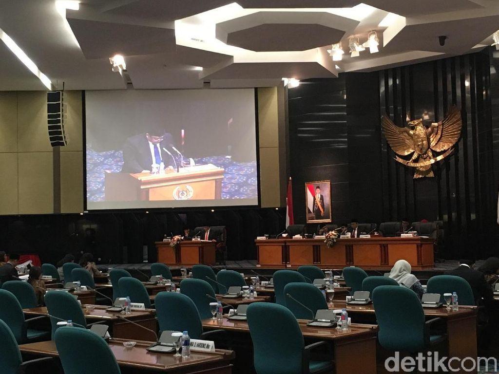 PDIP Kritik Anies-Sandi Lewat Pantun di Paripurna DPRD DKI