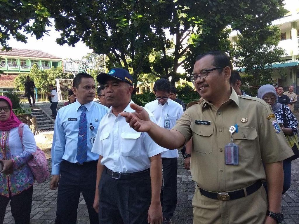 Mendikbud Muhadjir Tinjau Pelaksanaan UN di SMKN 29 Jakarta